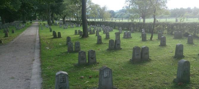 Namenstafeln von Kriegsgefangenen-Friedhof Haus Spital gestohlen