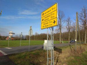 Wegweiser an der Kreuzung Bösenseller Straße/Tilbecker Straße