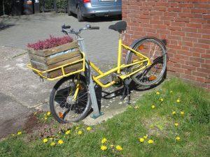 Geschmücktes Fahrrad an der Woortstiege in Roxel